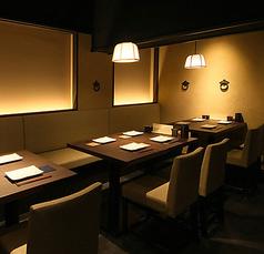 【テーブル席】広々として落ち着いたテーブル席