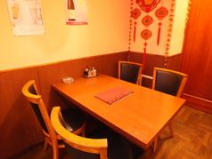 4名様テーブルもあります。2名様で広々ご利用もできます。
