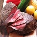 料理メニュー写真国産牛のローストビーフ M(150g)
