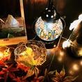 各テーブルのこだわったライト、油絵、雰囲気作りのインテリア各種