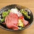 料理メニュー写真ローストビーフポテトサラダ