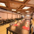 【寿海の間/お座敷/10~100名様】100名様までお迎えできる大宴会場です。こちらも【大洋の間】同様に純和風のお座敷で、椅子席にも対応しております。簡易舞台やカラオケといった設備も揃い、多種多彩なお集まりでご利用いただけます。