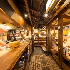 1階★一階フロアは厨房の熱気とスタッフの活気に満ち溢れたフロアとなっております!カウンター席にはその日に仕入れた新鮮なお魚や食材がずらり!キッチンさんから直接料理の説明や会話ができるのも魅力の一つ!★