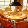 円卓を囲む、ゆったり9名定員のお部屋です。ご家族の団らんにぴったり。