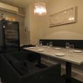 バーの1階にある、個室空間は事前予約で貸切にも対応。こだわりのワインとチーズを楽しむ、1ランク大人の空間