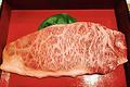 料理メニュー写真はみ出るステーキ