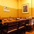 8名程度で利用できるテーブル席です。様々なシーンでご利用頂けます。接待などにも最適な落ち着いた雰囲気のお部屋もご用意致しました。海鮮とお肉をご堪能いただける豪華な宴会コースもございます。接待や会食が可能な和食個室居酒屋をお探しの方は刺身居酒屋うおや一丁へ!