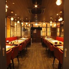 広くて明るく綺麗な店内。人数に合ったお席をご用意いたします!【北千住で居酒屋・蟹・海鮮・和食のお店をお探しなら北海道へ】