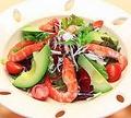 料理メニュー写真海老とアボカドのサラダ