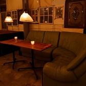 4~10名様様用のゆったりソファー席。落ち着いた店内でのカフェ利用や休憩に是非♪