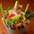 料理メニュー写真農家のバケツ盛りサラダ