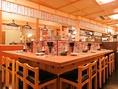 風情あるコの字型のカウンター席はお一人様でもごゆっくり楽しめるお席になっております!活気あふれる店内でお料理・お酒をお楽しみください!