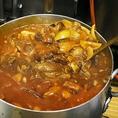 圧力鍋で煮込んだ大ぶりのお肉と合わせ完成