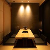 和モダンな雰囲気あふれる完全個室のお席。2名様~4名様用の個室を4部屋ご用意しております。掘りごたつになっているのでゆったりとおくつろぎいただけます。上質な空間は接待や会食などの大切なシーンにも最適です。人気のお席なのでお電話でのご予約がおすすめです。