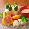 料理メニュー写真カラフル地場野菜のバーニャカウダ
