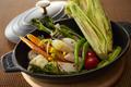 料理メニュー写真鉄鍋でお届けする季節野菜のグリル ~バター風味~