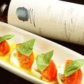 料理メニュー写真アボカドとトマトのカプレーゼ