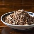 食材に合わせてチップ・ウッドの種類、燻製方法を試行錯誤しながら燻しています。素材にプラスしてより美味しく仕上げた燻製料理をお楽しみ下さい♪