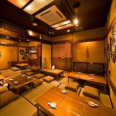全てでご 満足して頂ける様に料理の内容、価格だけではなく、空間にも力を入れております。琉球情緒あふれる趣向を凝らした店内は四日市に居ながらまるで旅行へ来た気分を味わえる。雰囲気もお料理も本場を感じられるのは当店ならでは。