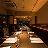 テーブル席は席を繋げて、会食などに最適。