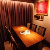 接待などの宴会に。テーブルタイプの個室も完備