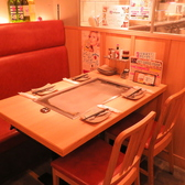 仕切りのあるテーブル席は周りを気にせずに、ごゆっくりおくつろぎいただけます。お試しセット 1,600円のコースなどシーンに合わせたコースメニューをご用意しております。