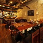 浅草で海鮮BBQ・浜焼き楽しむなら、かき小屋浅草店へどうぞ♪明るく開放感ある店内です。