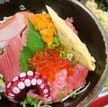 料理メニュー写真海鮮丼 みそ汁・おしんこ付き+198円(税込)