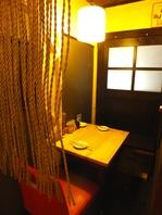半個室のテーブル席はデート等に最適!