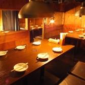 【個室34名】お座敷で入らない場合はテーブル席を人数に応じて仕切りを変幻自在にとったり外したり調整可能!それ以上に別れる場合、2フロアに分かれます。