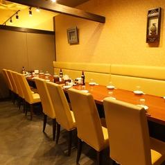 個室の仕切りを外すこともできます!24名様までお座りいただけるテーブル席!友人同士の会食に是非どうぞ!