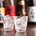 ■日本酒・焼酎など種類豊富にご用意■プレミアム飲み放題は焼酎・日本酒など種類豊富に取り揃えております♪※仕入により多少メニュー内容が異なります。単品飲み放題承っております♪二次会などにも是非ご利用下さいませ♪大人数宴会に最適なコースや逸品料理を種類豊富にご用意しておりますのでお気軽にお越し下さい。