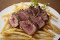 料理メニュー写真牛ステーキ&フリット