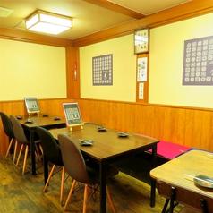使い勝手のいいテーブル席です。普段使いのお食事などから各種集まりなどに最適です。