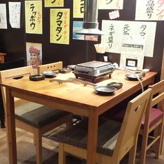 仕切られたテーブル席。2名様~4名様など、人数に合わせてお席を変えられますので、まずはご相談下さい!