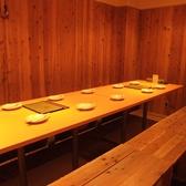 足元楽々のテーブル席。優しい色味の広がる店内に心落ち着きます♪