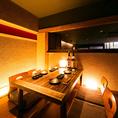 中規模のご宴会に最適なテーブル個室をご用意しております。お時間を忘れて、寛ぎの空間でお料理とアルコールをお愉しみください。特別な夜は是非当店でお過ごしください。※喫煙可