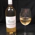 ワインも各種取り揃えております。【レ・ザルム ド・ラグランジュ】シャトーラグランジュが作る白ワイン。柑橘系やハーブの香りが個性的。凝縮した果実味と、しっかりとした酸味に恵まれた辛口のワインです。