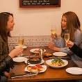 【4人掛けテーブル×8卓】いつもの仲間と飲んで食べて、ワイワイがやがや盛り上がるテーブル席。