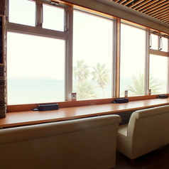 当店はビーチの真ん前にありますので、店内から海を一望することができます。