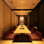 4名様用の個室を繋げて10名様~最大30名様までの個室をお作りすることができます。会社宴会や同窓会などの大型宴会も対応可能です。様々なご要望に対応いたしますので、お気軽にお問合せ下さい。
