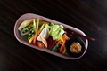 料理メニュー写真新鮮野菜と鶏みそ