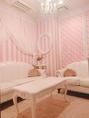 【女子会】ラブリーテイスト♪で「ピンクでラブリー女子会」なんていかが\(^o^)/ピンク×ストライプのお部屋で気分もアガること間違いナシ♪もちろんラブリー女子会じゃなくてもご利用可能です!(笑)可愛いお部屋は、きっとお友達にも喜んでいただけちゃいます☆