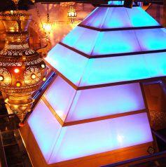 聳え立つ【ピラミッド】…人気のカップル席