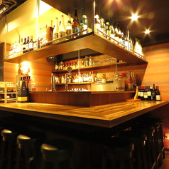 【1階◎カウンター】常連様の特等席★お1人様も大歓迎です。バー感覚でお楽しみいただけるお席です。
