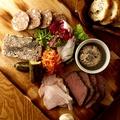 料理メニュー写真本日のシャルキュトリー五種の盛り合わせ