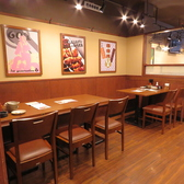 合コンや女子会にも♪10名様までご利用いただけるテーブル席です。