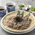 新潟から直送で届く、生の日本そば!鯛出汁をベースに作られた特製のめんつゆでお召し上がりください!!