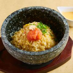 料理メニュー写真石焼きチーズ明太子炒飯