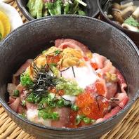 昼はプチ贅沢に♪ランチメニュー人気No.1★贅沢肉海鮮丼